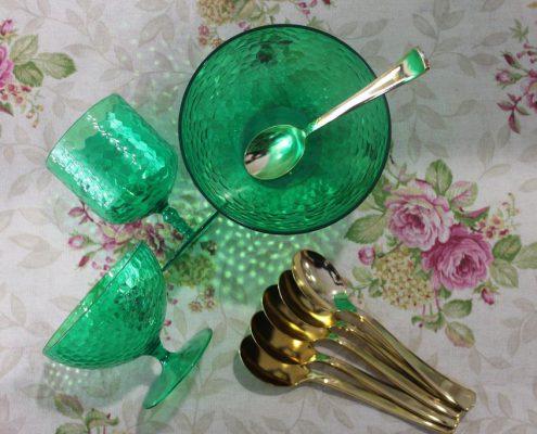menaje-cristaleria-vajilla-verde-dorado
